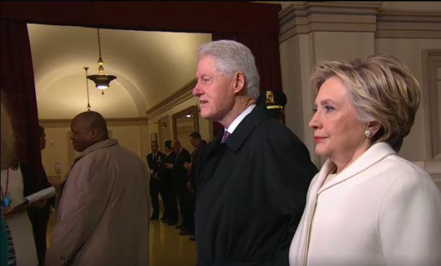 Hillary menarik nafas